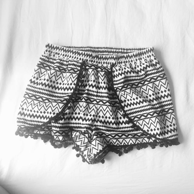 Size 8 Pattern B/w Shorts