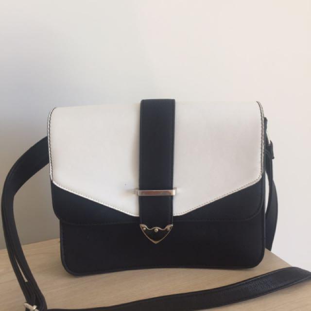 Sportsgirl Black and white bag