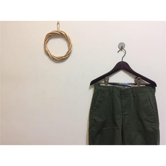 Uniqlo復古軍綠五分褲M