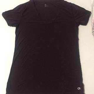 Gap workout v-neck shirt