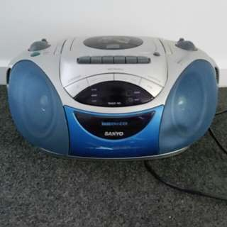 Sanyo cd and cassette player