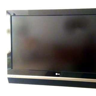 LG 鋼琴面板液晶電視,9成新,32吋,原價3萬多