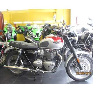 Triumph bonneville 2016 (May) $22.5k Nego D/P $500 or $0 (Terms and conditions apply. Pls call 67468582 De Xing Motor Pte Ltd Blk 3006 Ubi Road 1 #01-356 S 408700.