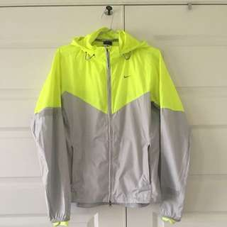 Size Medium | Nike Light Wind Breaker