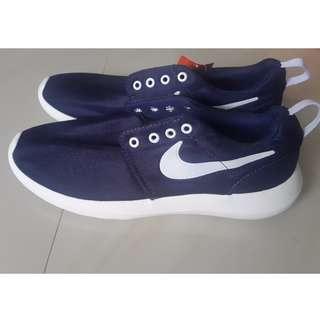 Sepatu Nike Rosherun