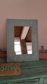 Cermin biru cantik