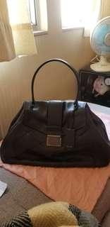 100%真品:Miu Miu 黑色袋- R19981