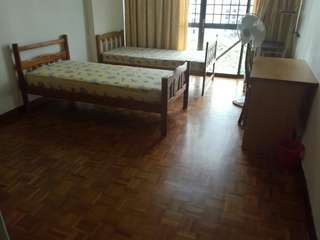Novena Condo common room 10min walking to Novena MRT. Choice of single and queen bed.