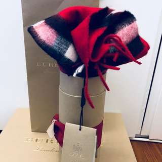 Burberry  Classic cashmere scarf in Parade red