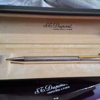 法國名牌,Dupont都彭原子筆,豪華高貴,筆杆銀,筆扣是K金,送礼,自用是最佳物品,全新未用完整原裝盒。