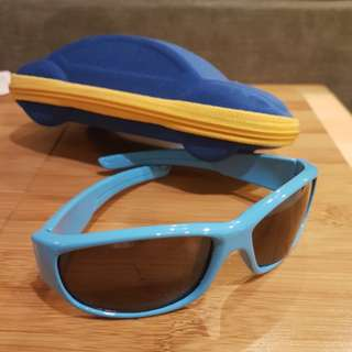 Boy sunglasses with car shape container