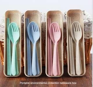 Alat Makan Sendok Set dari Serat Gandum Ramah Lingkungan