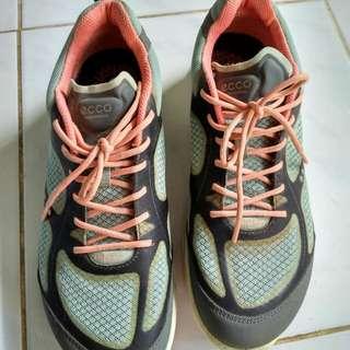 Echo sneakers