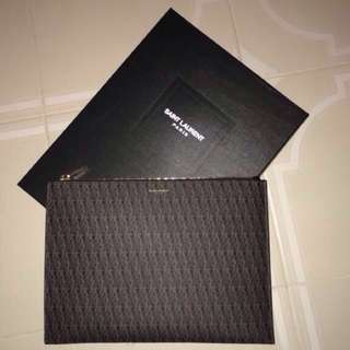 Saint Laurent classic Toile Monogram document holder.Comes with complete set! Condition is excellent and 101% authentic!!