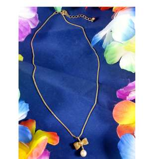 Gold Tone Short Necklace (Ribbon with Pearl Design)