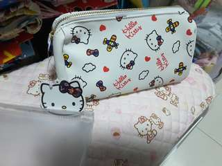 Limited edition krisflyers hello kitty cosmetic pouch