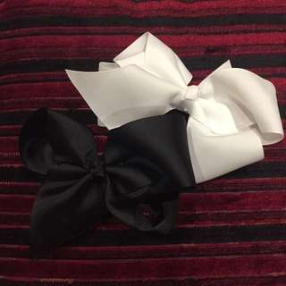Black and white bow clips