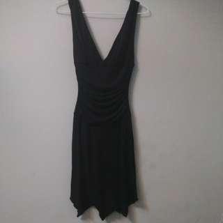 Le Chateu 黑色V領小禮服