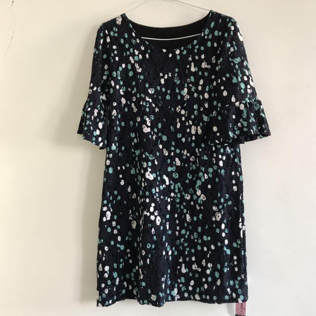 荷葉袖鏤空洋裝