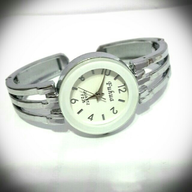 白色手環式手錶 優雅 不鏽鋼 簡單經典 女生 情人節 母親節 生日禮物 手表