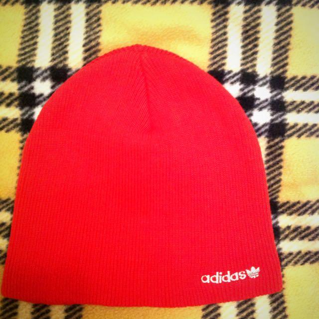 adidas 紅帽