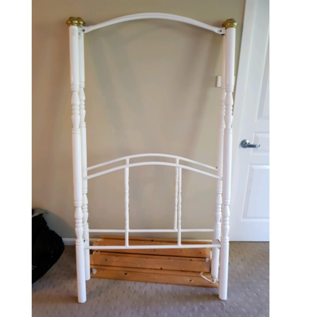 Girl's bed fram with slates