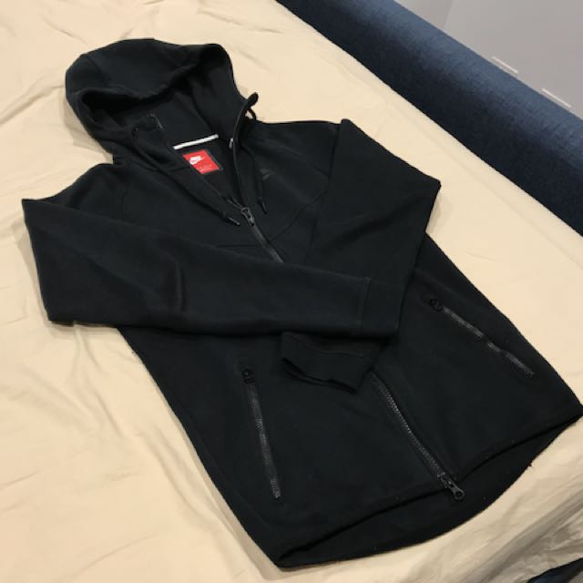 Nike tech fleece hoodie size extra small