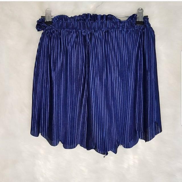 Satin scallop shorts