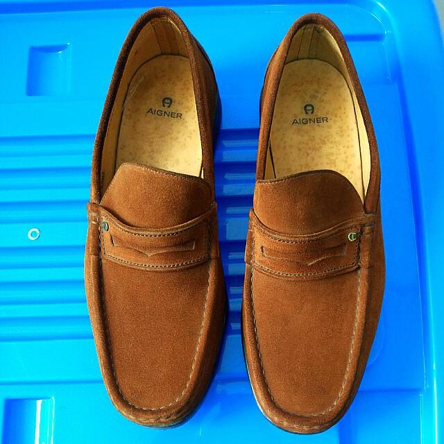 Sepatu Aigner warna coklat