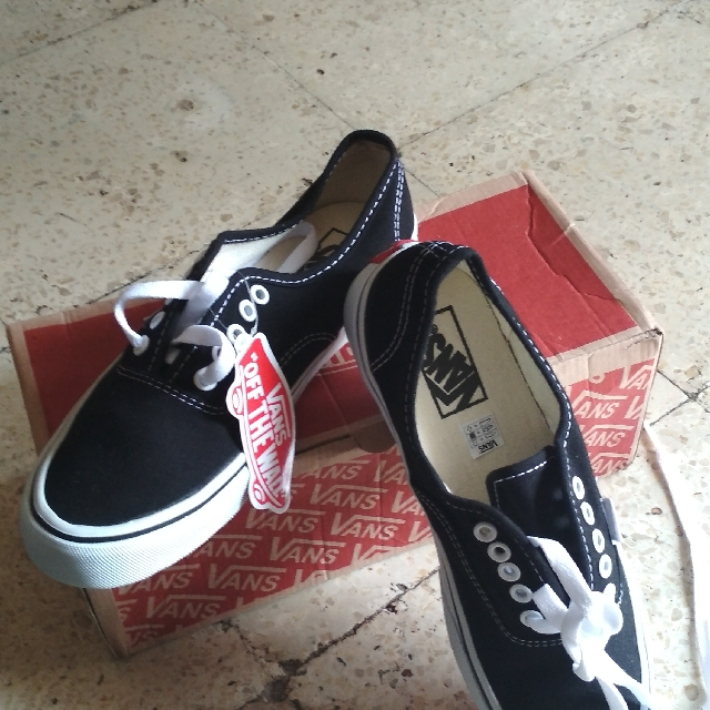 Vans Authentic Black & White