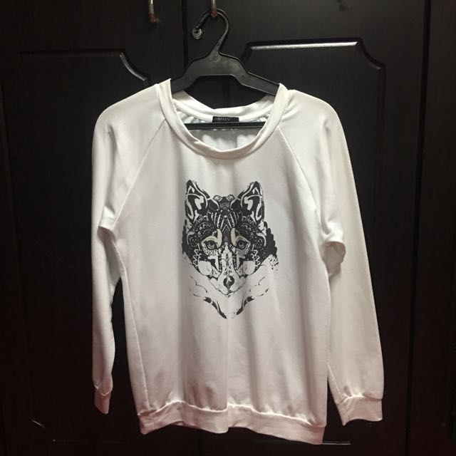 White Wolf Pullover