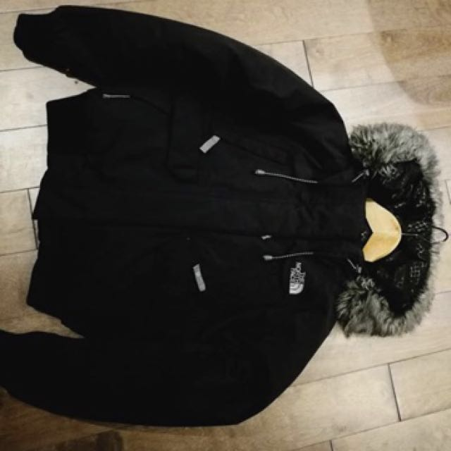 Woman's The North Face Bomber Jacket (size small)