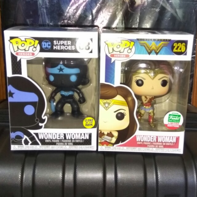 [PRE-ORDER] Wonder Woman Silhouette & with Gauntlet Funko Shop Exclusive