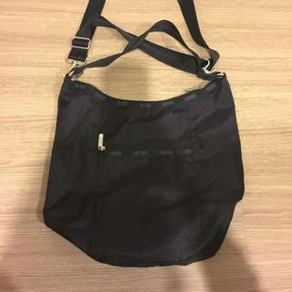 🚚 Lesportsac 黑色斜背包
