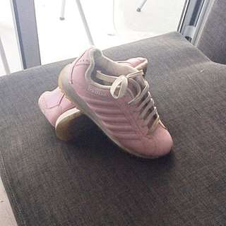Very cute vintage K Swiss shoes in pink -hard to find