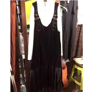 🚚 絨布吊帶洋裝