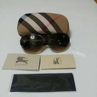 Burberry Sunnies B4109A. New