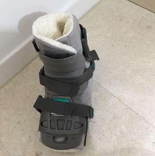 Orthopaedic boots