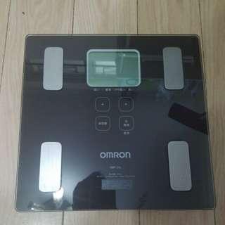 Omron 智能體重分析磅