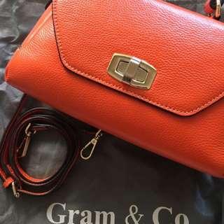 Gram&Co.橘色牛皮真皮斜背包