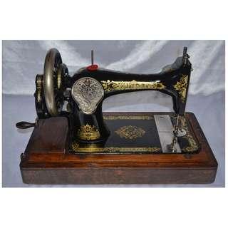 ANTIQUE VINTAGE SINGER ENGLAND MECHANICAL HAND CRANK SEWING MACHINE