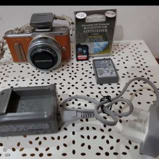 Olympus PEN E-PL8 Mirrorless Micro Four Thirds Digital Camera with 14-42mm Lens - [Brown] for S$700