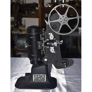 VINTAGE ANTIQUE BELL & HOWELL USA 8MM MOVIE PROJECTOR MODEL 'MASTER'