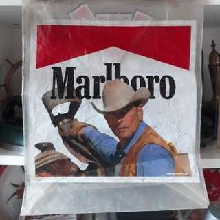 marlboro plastic bag
