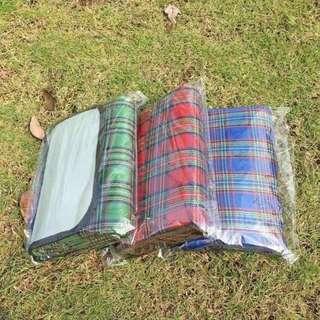 Waterproof Moisture proof Camping Picnic Mat (Multicolor)