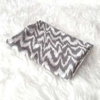 •NEW• Greyish Ziggy Shawl
