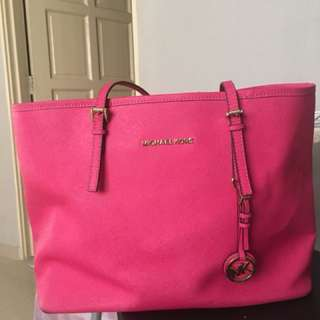 📌Reduced price 📍📍Mk jetset large pink colour