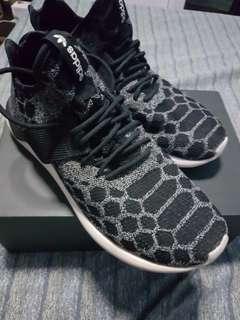 Adidas Tubular size 10.5 2nd hand black n white snakeskin