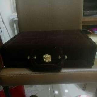🚚 絨布咖啡色珠寶盒
