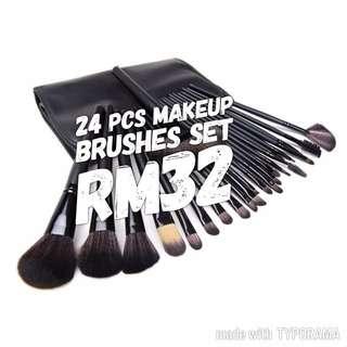 24/32 pieces make up brushes set